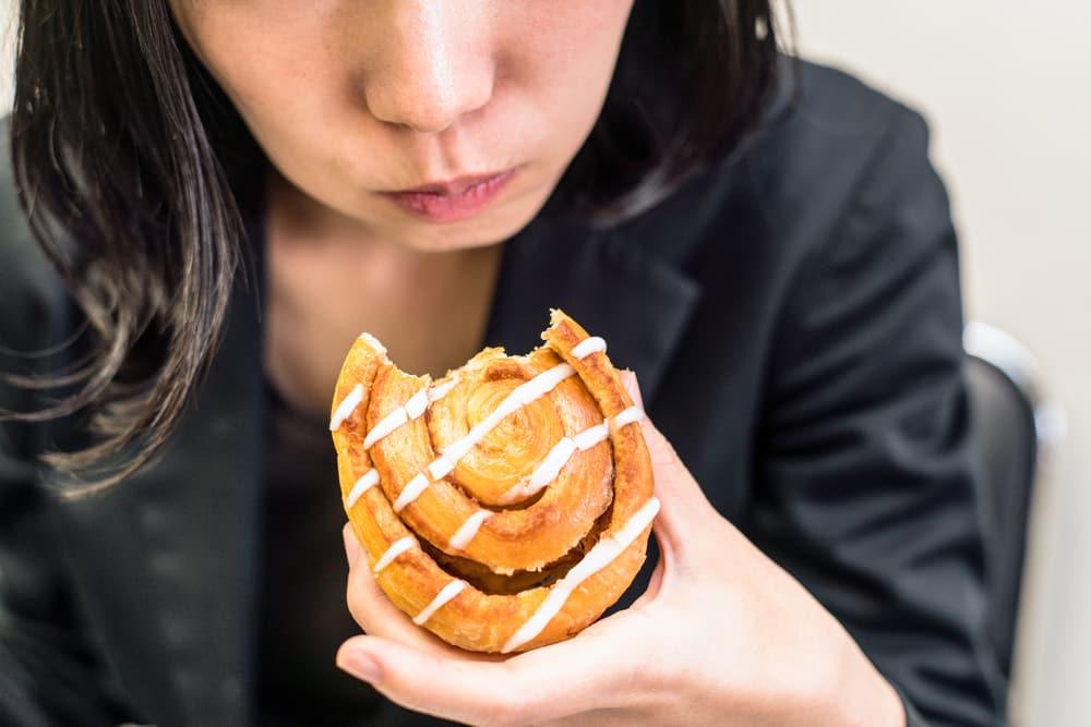 cara mengatasi asam lambung naik kunyah makanan